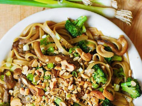 Asian Pasta with Broccoli and Mushrooms